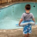 Mai devreme sau mai tarziu tot cazi in apa. Stii sa inoti?